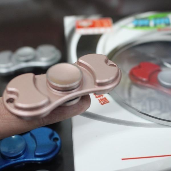 合金 指尖陀螺 手指陀螺 (二葉)/一個入{促150} 指間陀螺 2017美國最新流行減壓神器 療癒玩具 ~鑫 | 露天拍賣