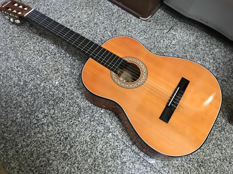 【華邑樂器31002】39吋古典吉他+外袋 (雲杉面板+椴木 臺灣製造) - 露天拍賣