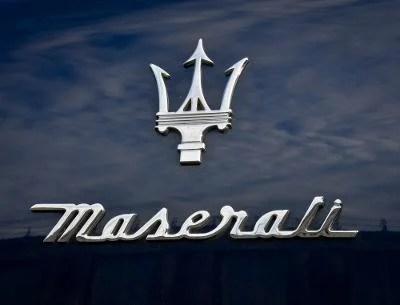 【豆豆彩藝】M04-Maserati 瑪莎拉蒂 書寫體 Mark Logo 簍空防水貼紙 - 露天拍賣