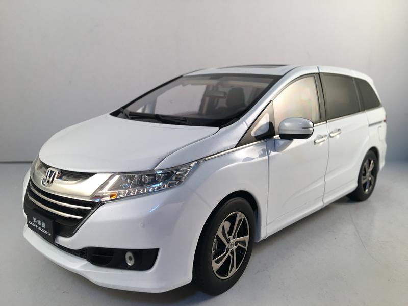 吉華科技@ 原廠 1/18 本田 Honda Odyssey 白色 (合金全可開) - 露天拍賣