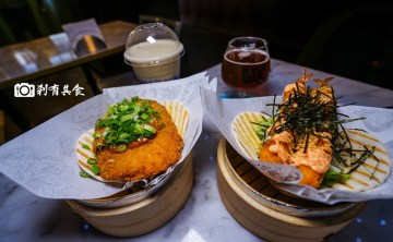 騷包 SaoBao Bar&Kitchen | 台中中區美食 刈包配精釀啤酒 蹦出新吃法 紅點文旅 日新戲院旁