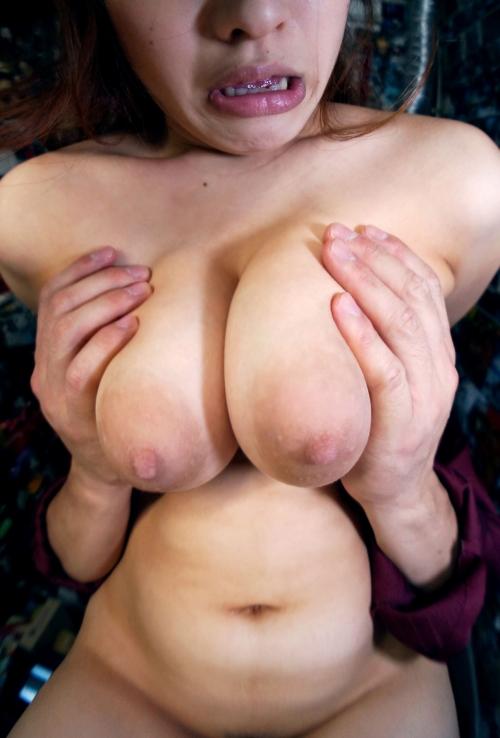 【三次】結婚3年目、巨乳デカ乳輪の24歳人妻を調教!全裸にして縛ったり乱交したり・・夫にも見せたことの無いメス顔で肉欲に溺れる人妻種付けエロ画像・5枚目