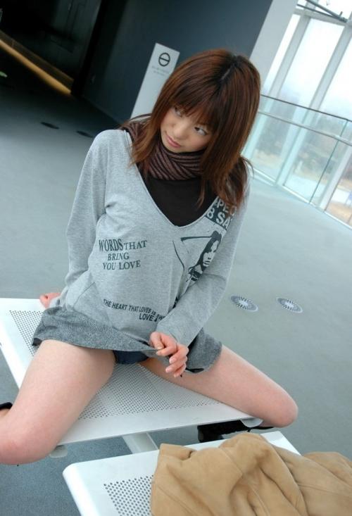 【三次】スカートをたくし上げている女の子のエロ画像part2・30枚目