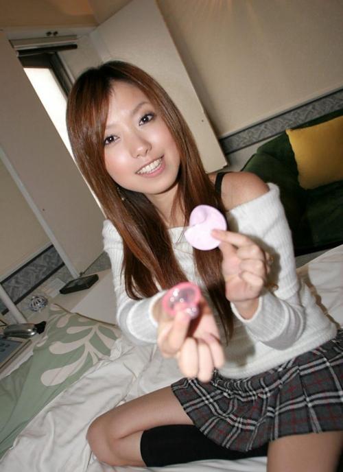 【三次】コンドームと写ってる女の子のエロ画像・11枚目