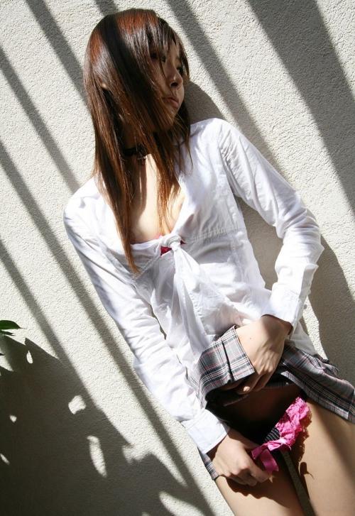 【三次】スカートたくし上げて男を挑発する女の子のエロ画像・14枚目