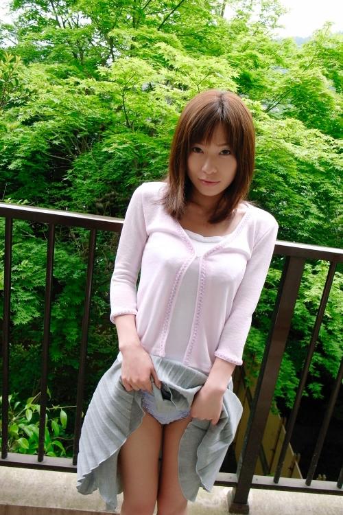 【三次】スカートたくし上げて男を挑発する女の子のエロ画像・26枚目