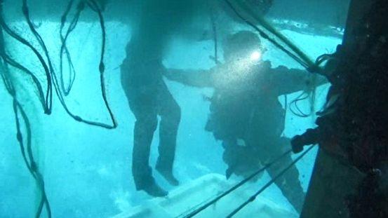 에어 포켓에서 40 시간… 침몰 함 극적인 구조 순간