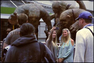 wellington premiere, the hobbit, red carpet, elves, troll statues