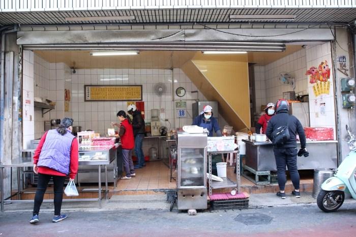 南屯老街美食 沒有招牌卻天天排隊的早餐店 招牌蛋餅好軟Q 就在萬和宮附近