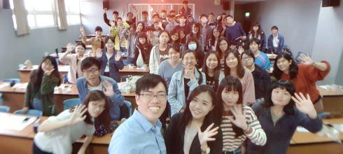 【臺灣藝術大學生涯與追夢講座】讓興趣變職業 開啟你的斜槓新人生 講師:吳鑫