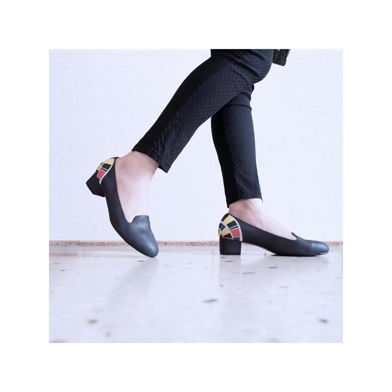 瑕不掩瑜25cm-蒲公英花火(黑) from hsiu創意手工繡花鞋 at SHOP.COM TW