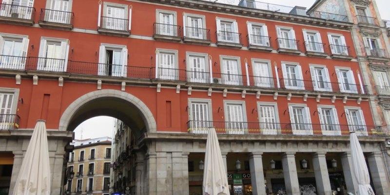 西班牙馬德里主廣場 拍照的同時當心荷包