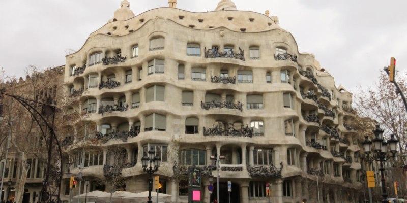 巴塞隆納米拉之家Casa Milà高第建築但星巴克倒了