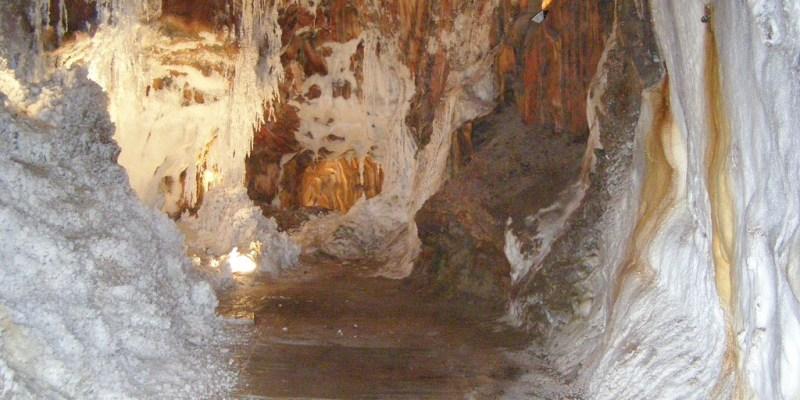 西班牙卡爾多納城堡鹽礦交通與國營旅館Parador Cardona