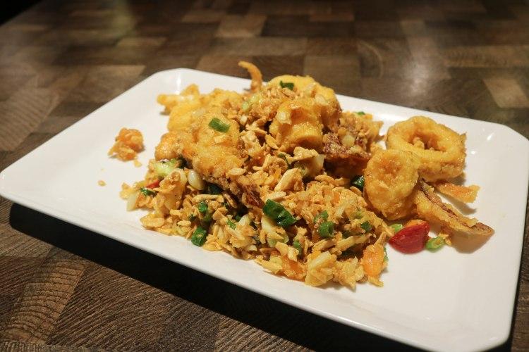內湖食初靡。台式簡餐合菜輕鬆吃,金沙真是名不虛傳