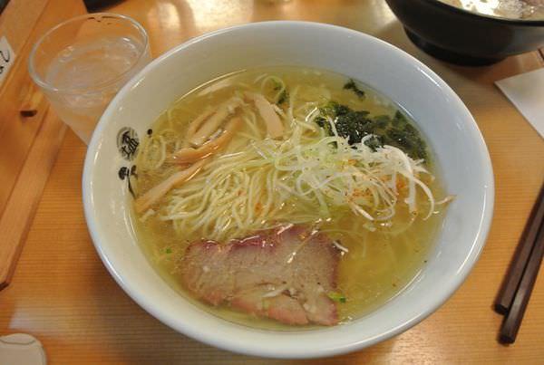 《日本》東京。東京車站車站拉麵一番街。鹽拉麵專門ひるがお。一路喝光光