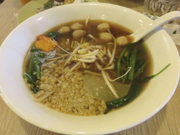 《台北》阿寒泰 A HAN THAI。精緻不過要併桌的泰式船麵