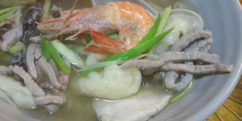 《台北》中山。村子口。魂牽夢縈的海鮮肉絲湯頭配上酥炸軟殼蟹