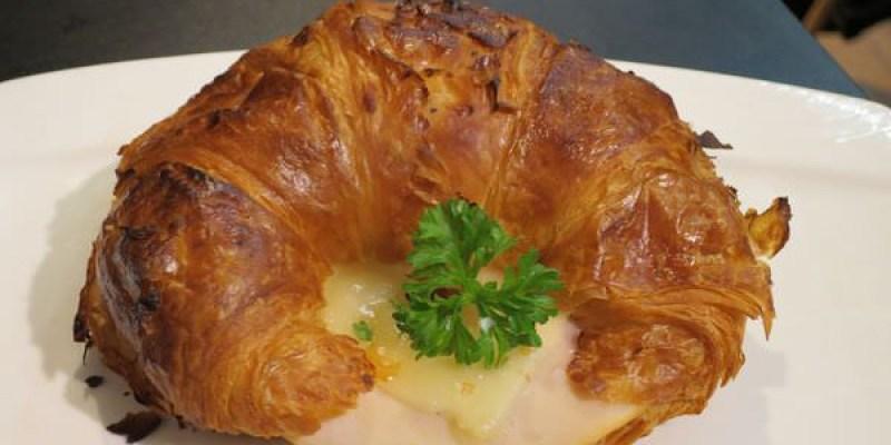 《新加坡》Swiss bake。融化的起司夾心酥脆可頌