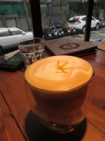 玩耍。橙酒拿鐵。Cointreau Latte Coffee