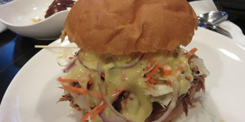 《台北》內湖。Tony's BBQ Steakhouse。挑戰你對美式漢堡的極限!!