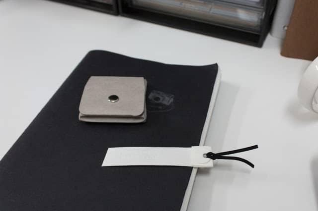 可水洗牛皮紙剪裁剩料變書籤  Left-over washable kraft paper becomes bookmarks