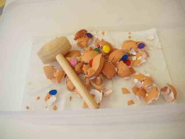 蛋殼不要丟!留下來的蛋殼可以玩很有趣的打蛋遊戲---打碎的蛋殼照