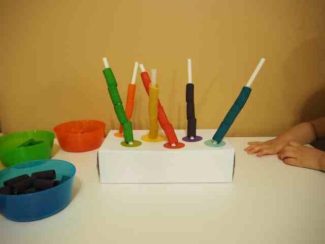 自製玩具-空面紙盒搭配彩虹筆管麵小遊戲