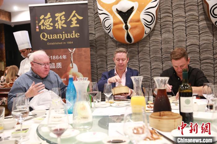 澳大利亞著名主持人身體力行支持華人社區__新浪網-北美