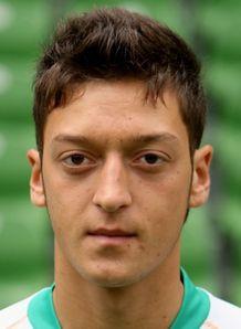 Mesut Ozil menjadi rebutan klub-klub besar