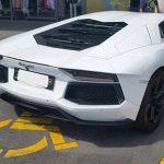 ふざけた駐車方法するスーパーカー、世界中どこでもいる事が発覚