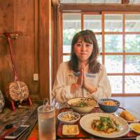 沖繩美食 | 浜比嘉島 古民家食堂てぃーらぶい 限定琉球傳統料理!(中文菜單)
