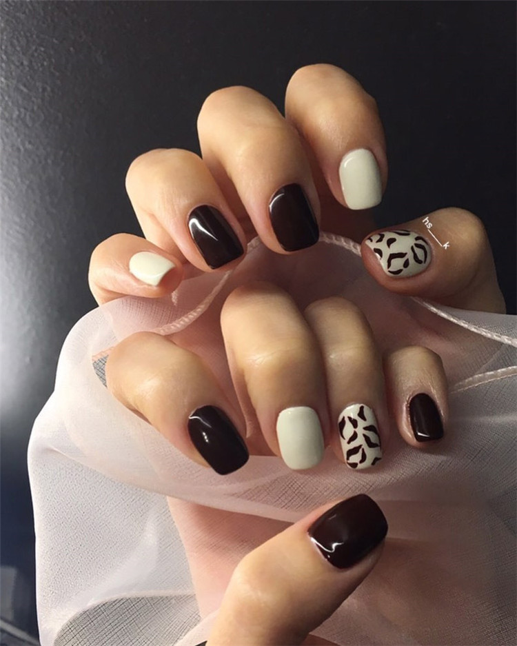 There are 23 elegant and beautiful wedding nail ideas. No matter which you like, you will definitely find the right design here.