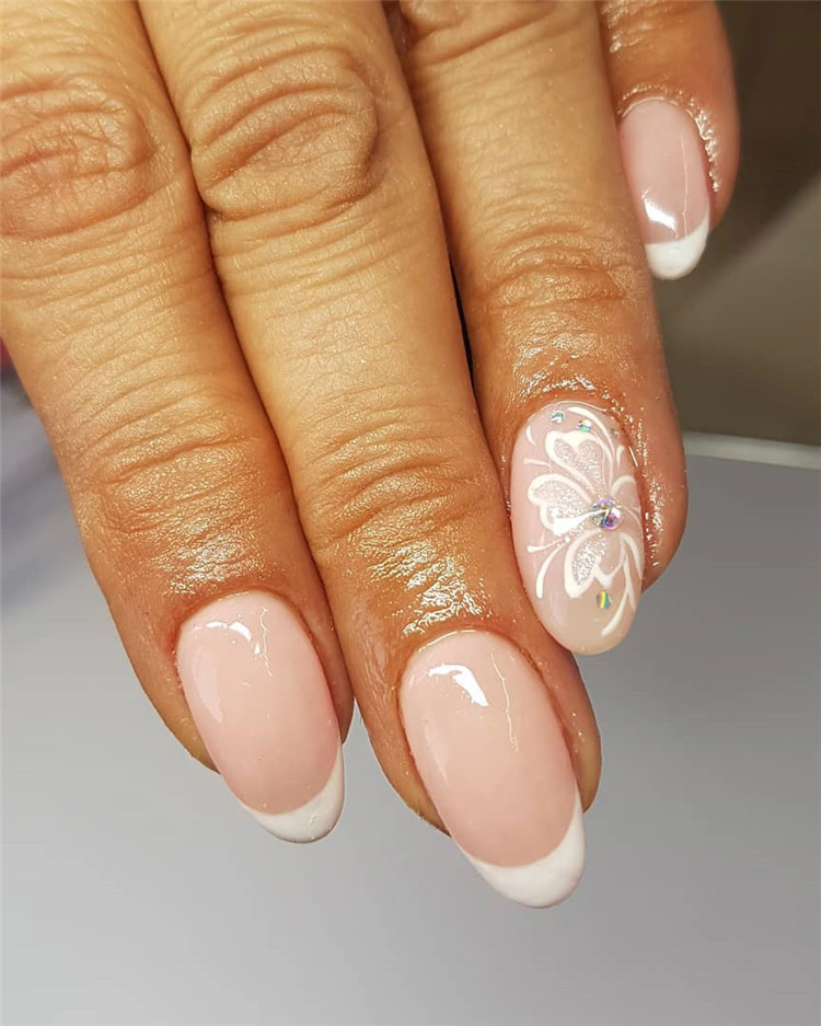 Heart nails, There are 23 elegant and beautiful wedding nail ideas. No matter which you like, you will definitely find the right design here.