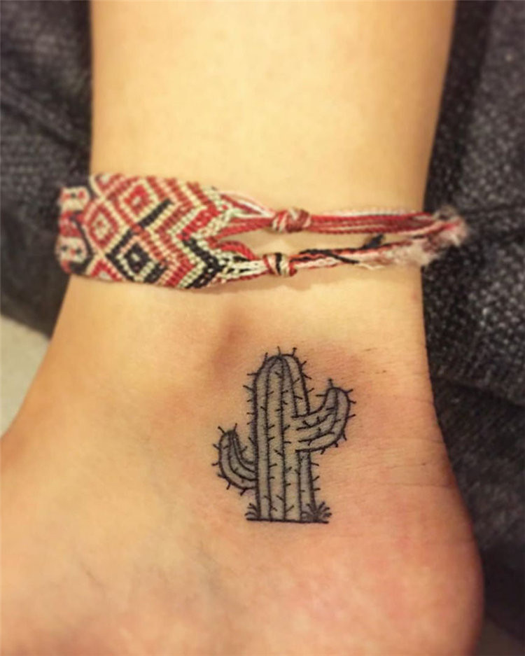 Want to get a small tattoos, there are more than 90 ideas about simple and small tattoos for women, and these tiny tattoos ideas look great in 2019.