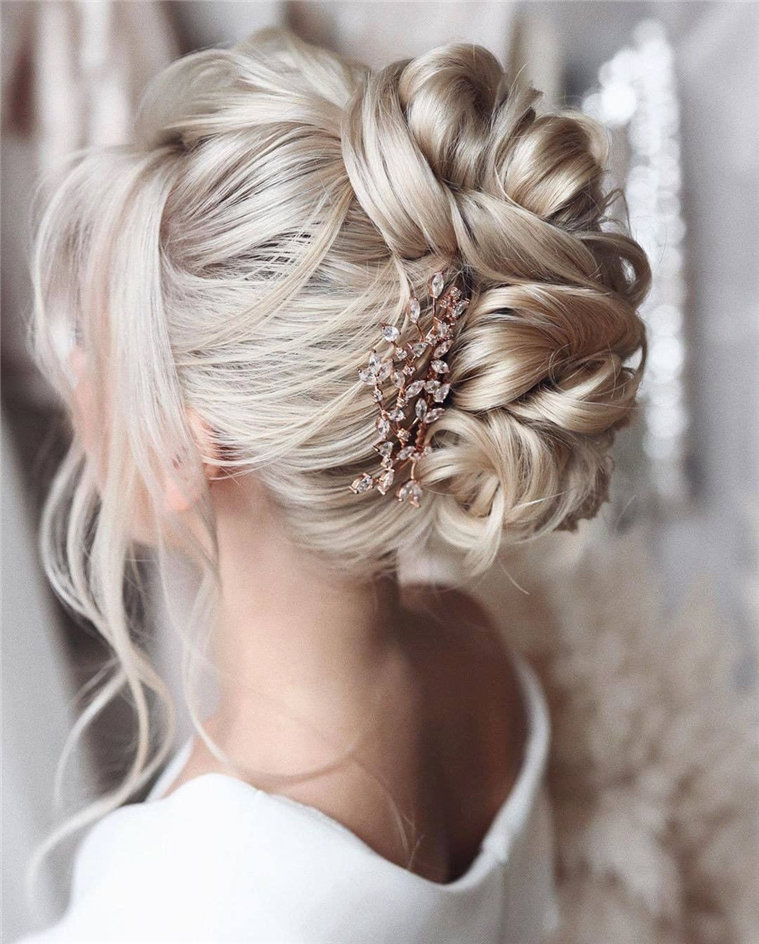 Gorgeous Wedding Hairstyles - Check out 60 wedding hairstyles design ideas and inspiration! No matter what your wedding style is, whether your hair is curly or straight, long hair or short hair, these wedding hairstyles will definitely inspire you. #Hairstyles #WeddingHairstyles