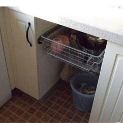 Kitchen Trash Bin Ventless Hood 你家的厨房垃圾筒放在哪 原来还可以这样放 房天下装修知识 2 比如洗手盆下方的空间 收纳垃圾桶的高度空间都是刚刚好 为了避免弄脏橱柜底部 在垃圾桶下方可以加一个底座