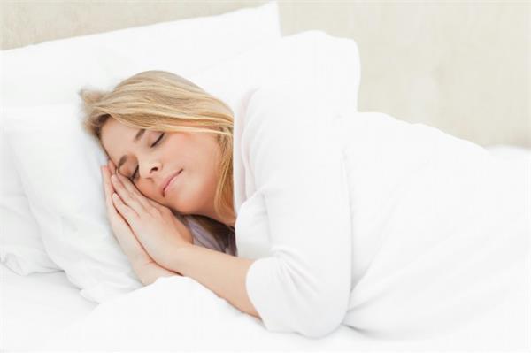 怎麼哄女朋友睡覺方法 男友必備的生活技能 - 心靈的港灣