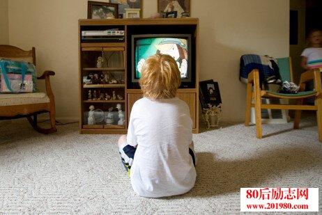 孩子愛看電視怎麼辦?看電視對孩子的影響有哪些? - 心靈的港灣