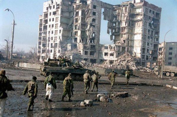 戰後的格羅茲尼街景 (圖片來源:AP)