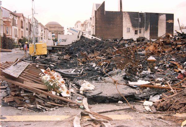 1989年地震后的火灾在旧金山的滨海区造成的破坏 (维基百科)