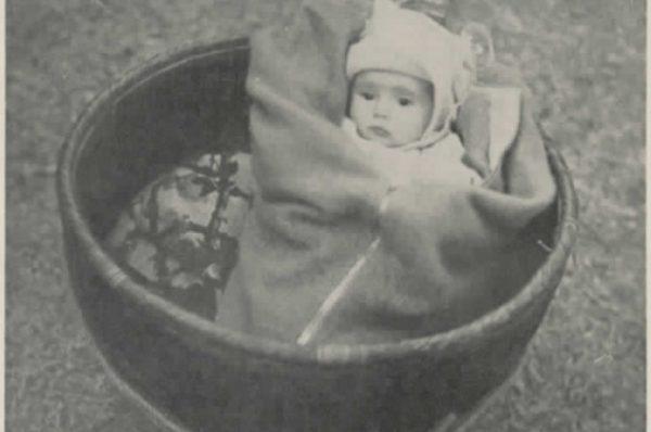 师达能两个月大的女儿海伦 (公有领域)