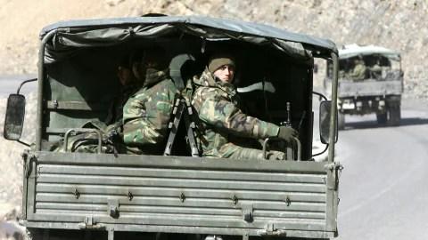 Des soldats turcs revenant d'une mission dans le nord de l'Irak, en février 2008