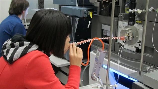 L'appareil utilisé pour analyser l'haleine est imposant