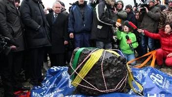 Un morceau du météorite qui serait tombé dans le lac Tchebarkoul