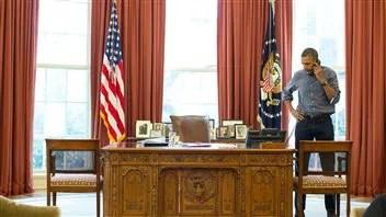 Barack Obama au téléphone avec Vladimir Poutine.