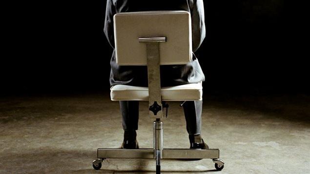 Un homme assis