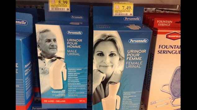 Urinoir pour homme (gauche) et pour femme (droite)