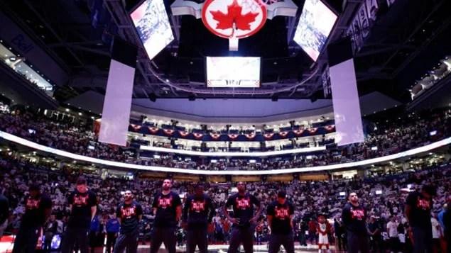 多伦多冰球馆加航的冠名被枫叶银行的名字取代