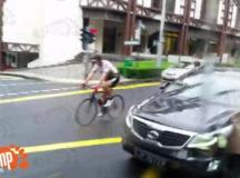 Group of cyclists hold up traffic by hogging middle lane ...